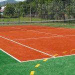 Amenajarea terenului de tenis cu gazon artificial